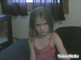 Испуганная девочка