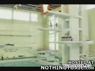 Зажигательный прыжок в воду