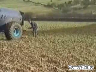 Тракторист удобрился