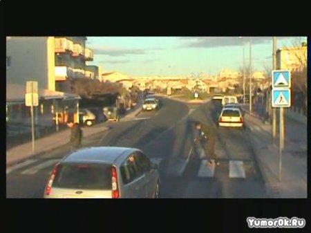 Пешеходы издеваются