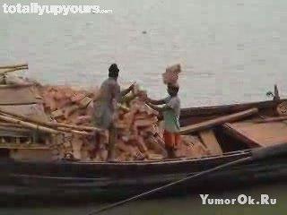 Портовый грузчик. Бангладеш