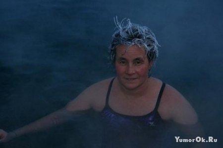 Я вроде слышал что при купаниях зимой - голову мочить не рекомендуется