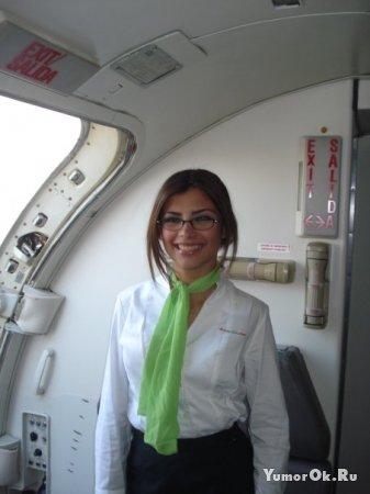 Стюардессы поддерживают авиакомпанию календарем