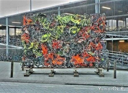 Велосипедисты паркуются как могут