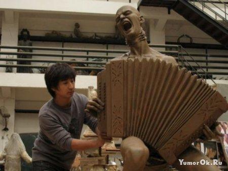 Китайские фанаты подарили Витасу памятник