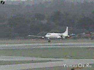 Посадка самолета с одним передним шасси
