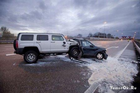 Авария маленького и большого автомобилей
