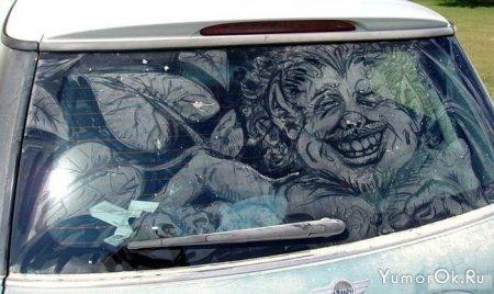 Рисунки на пыльных стеклах автомобилей