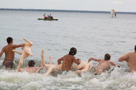 Заплыв на резиновых женщинах в Новосибирске