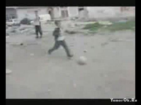 Жесткий прикол с мячом