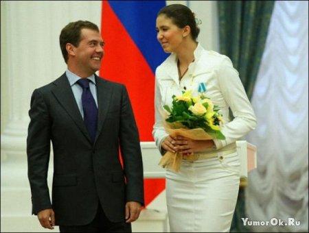 Медведев вручает награды