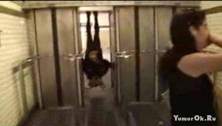 Бетмен в лифте