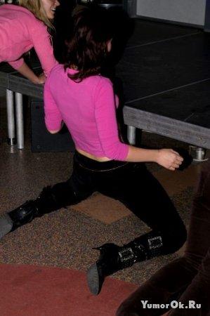 Девочки раздеваются в клубах