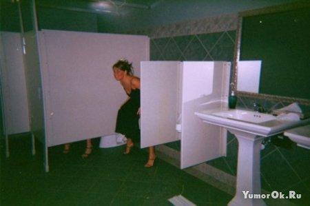 Девочки в туалетах